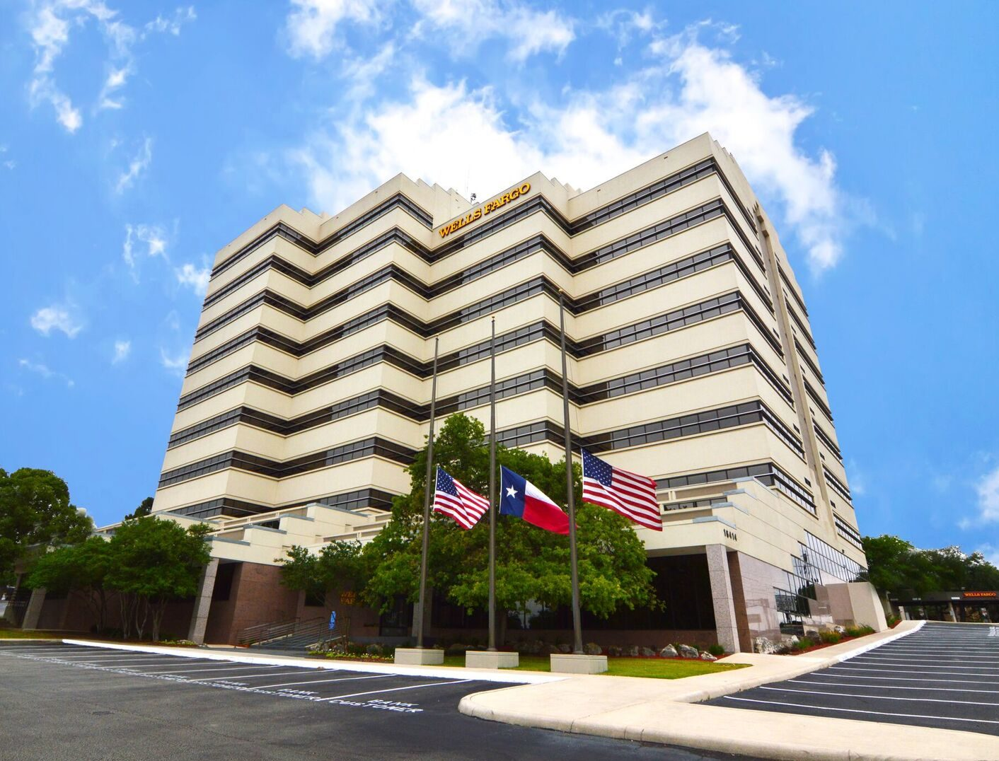 10-story building with direct access to Interstate Highway 281 at Thousand Oaks